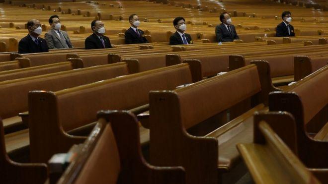 Коронавирус: лидера южнокорейской секты, заразившей тысячи человек, намерены судить за убийство