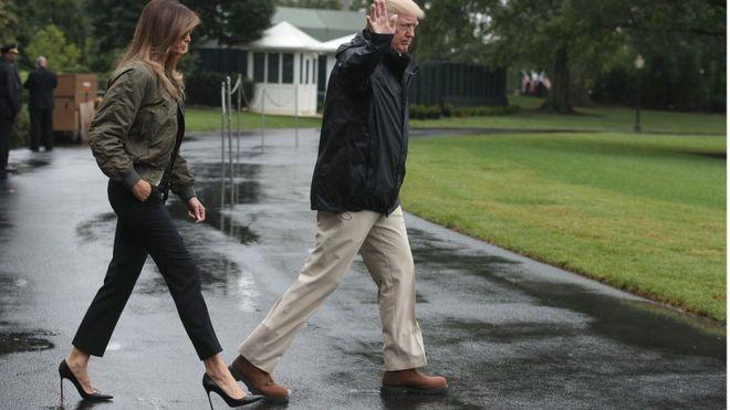 Мелания Трамп и Дональд Трамп в Вашингтоне незадолго до вылета в Техас, где бушевал ураган Харви