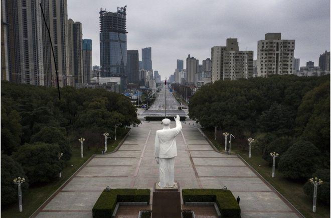 湖北省武汉市街头空无一人。
