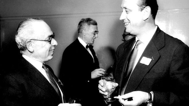 Роберт Лукас (слева) с 1938 года готовил сатирические радиопрограммы для Немецкой службы Би-би-си