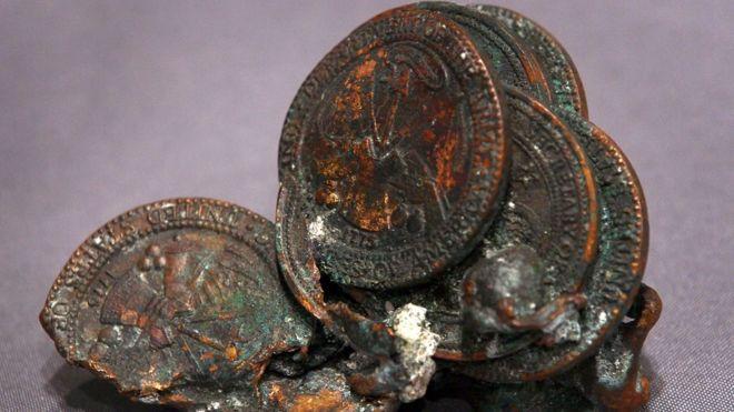 Monedas derretidas por el calor durante los ataques del 9/11