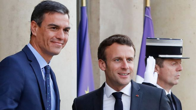 President Emmanuel Macron (C) with socialist Spanish PM Pedro Sánchez, 27 May 19