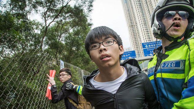 Joshua Wong từng bị cảnh sát khống chế ngày 19/5/2016
