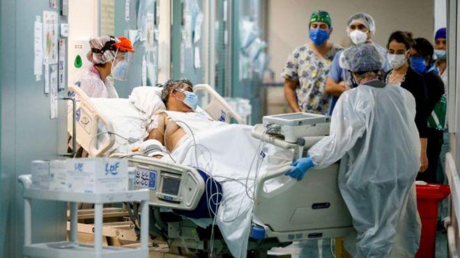 Los expertos y autoridades chilenas temen que el aumento de casos colapse el sistema de salud de este país.