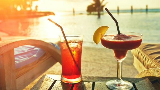 b631b1031e693 Cientista britânico diz ter inventado  álcool que não dá ressaca e ...