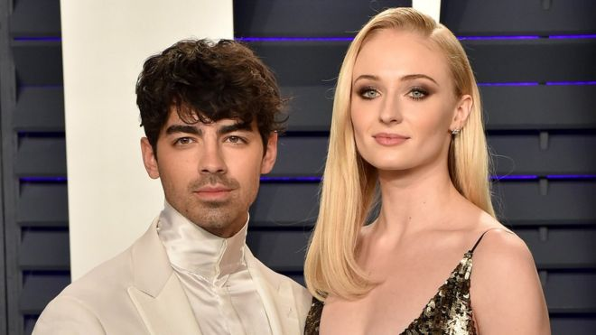 Joe JOnas and Sophie Turner on the red carpet