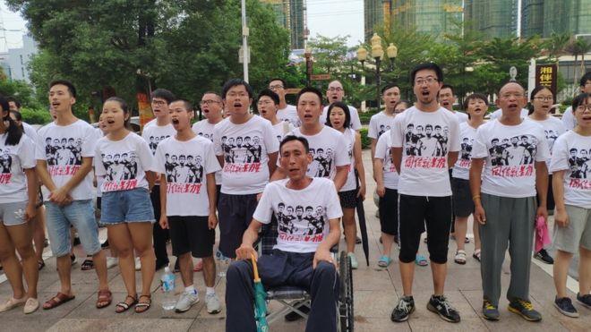 周五凌晨(8月24日),50多名深圳佳士工人聲援團成員在其住處被警察帶走,目前仍處於失聯狀態。