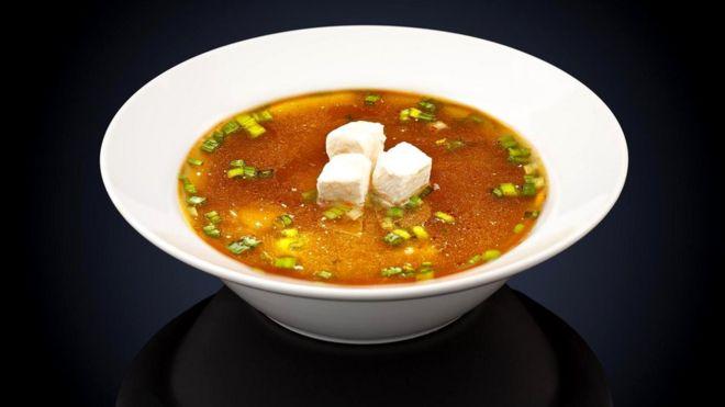 Одна порция популярного супа мисо содержит 2,7 г соли