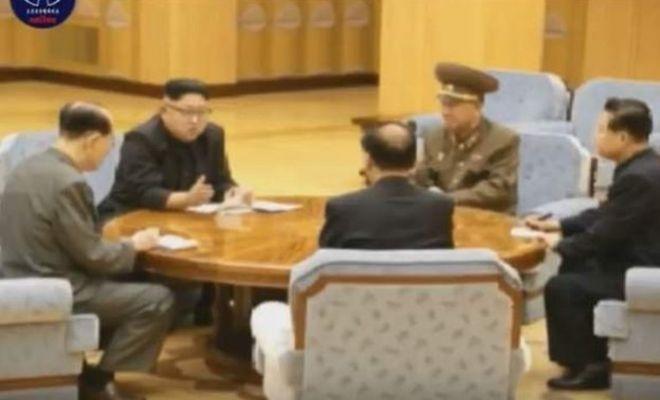 Ким Чен Ын с военачальниками