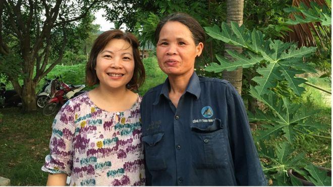 Amie Mui Lee cùng người bạn học phổ thông ở Quảng Ninh trong chuyến về Việt Nam năm 2015.