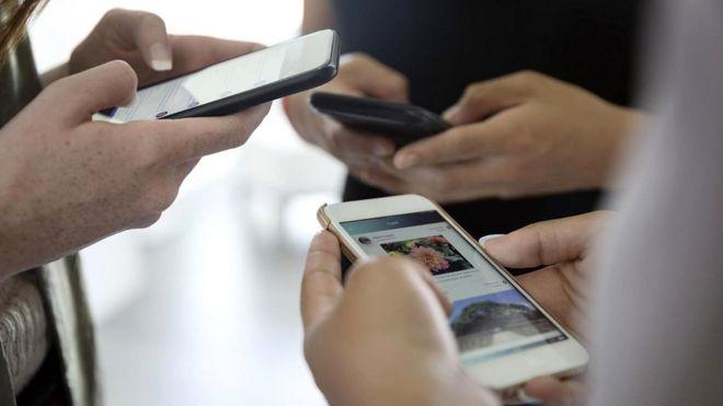 """В нужном месте в нужное время: взлету """"Фейсбука"""" способствовало появление недорогих мобильных устройств, подключенных к интернету"""