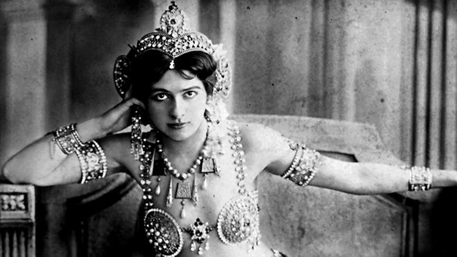 The fateful life of history's most famous female spy - BBC News
