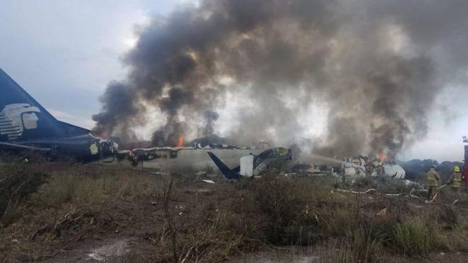 Avião da Aeroméxico em chamas em Durango