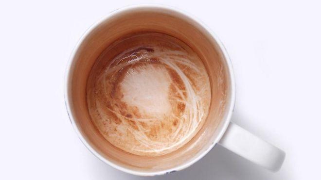 Брудна чашка