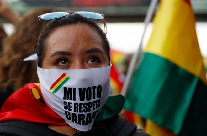 Los partidarios de Mesa denuncian que el gobierno alteró el recuento cuando apuntaba a una segunda vuelta. Foto: BBC/Reuters
