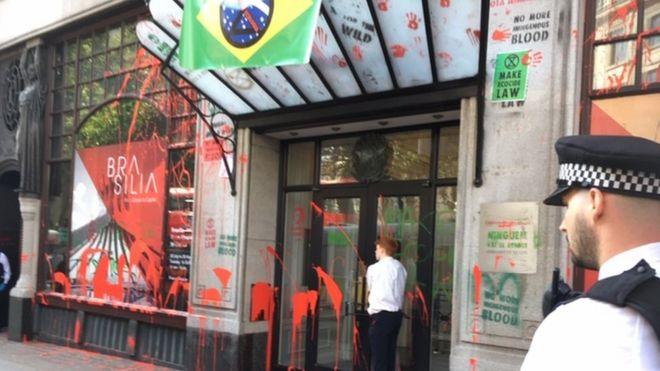 Embaixada brasileira após protesto