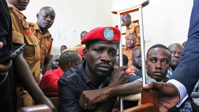 Bobi Wine akiwa mahakamani kabla ya kuachiwa kwa dhamana.