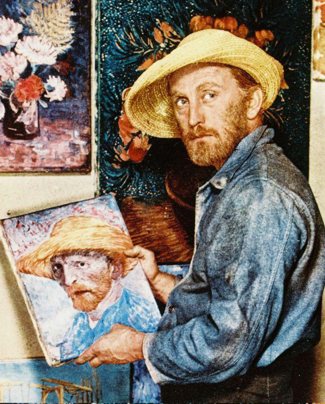"""لعب كيرك دوغلاس دور الرسام فنسنت فان غوخ في فيلم """"رغبة في الحياة"""" عام 1956"""