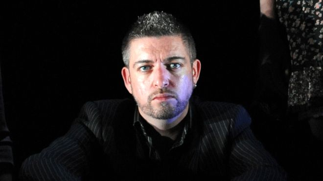 Karl Shiels: Irish TV and theatre star dies at 47 - BBC News