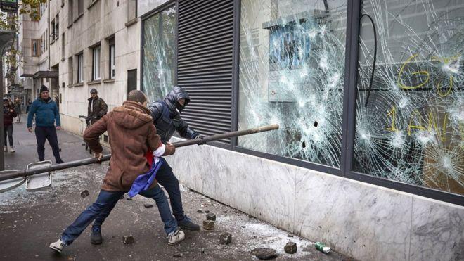 Париж протесты