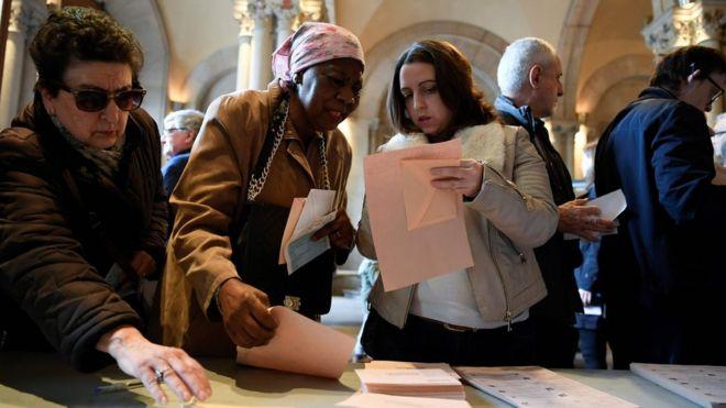 Избирательный участок в Барселоне