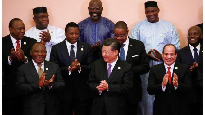 塞拉利昂總統比奧(上排左一、白色衣服)9月到北京出席中國舉行的中非論壇。