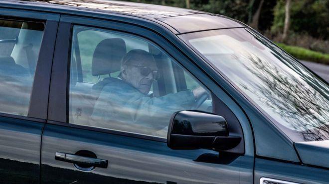تذکر پلیس به همسر ملکه بریتانیا به دلیل نبستن کمربند دو روز پس از تصادف شدید