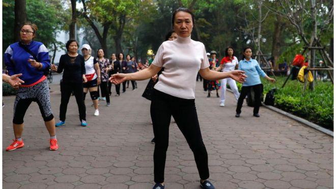 Người tập thể dục ở hồ Hoàn Kiếm, Hà Nội