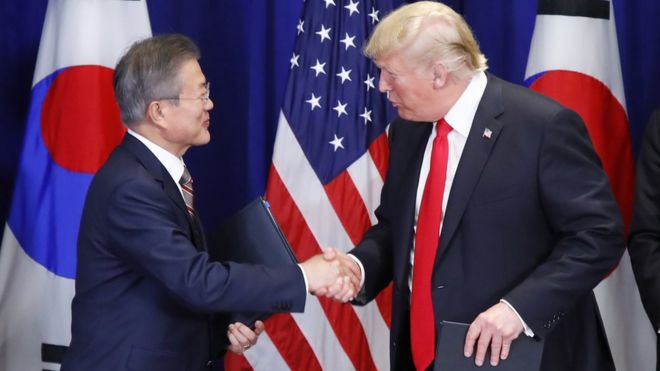 South Korean President Moon Jae-in (L) and US President Donald J. Trump attend a ceremony at a New York hotel, in New York, USA, 24 September 2018