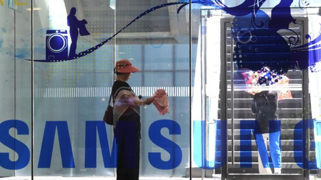 Samsung profits tumble as it warns of 'challenges' ahead