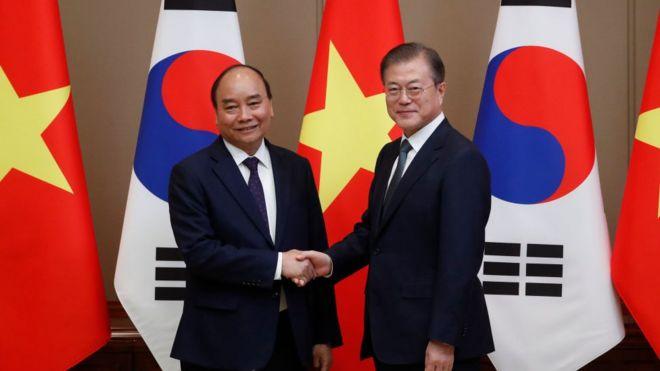 Thủ tướng Việt Nam Nguyễn Xuân Phúc hội kiến Tổng thống Moon Jae-in ở Seoul tháng 11/2019