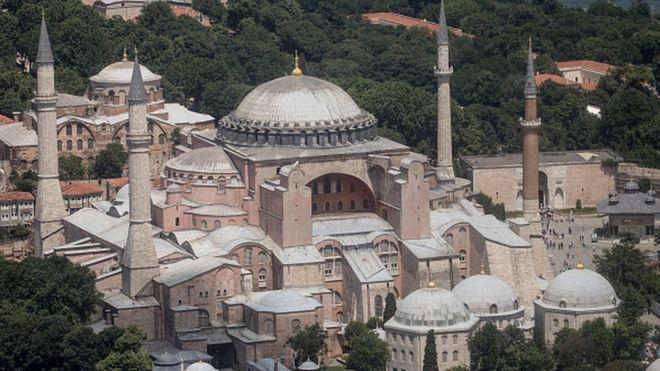 Ayasofya: Ortodoks kilisesinden camiye, camiden müzeye - BBC