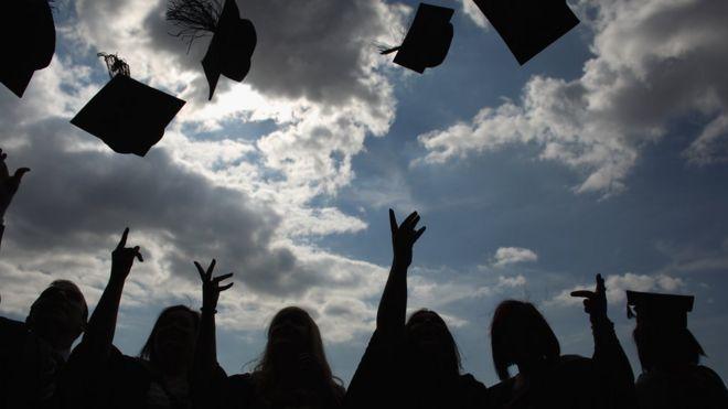 Студенты празднуют