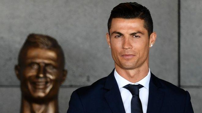 El busto del aeropuerto Cristiano Ronaldo trajo mucha polémica