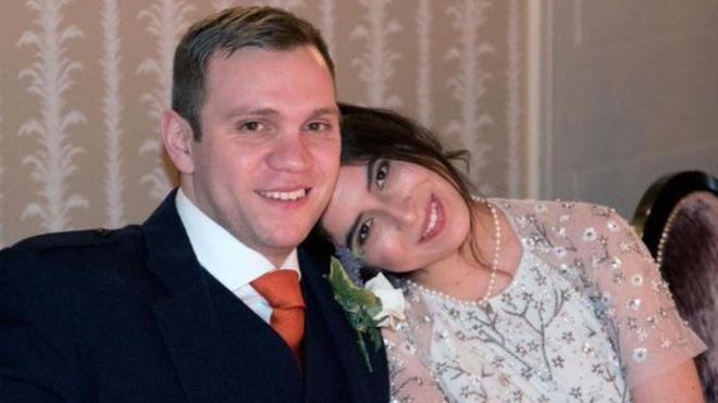 الباحث البريطاني وزوجته