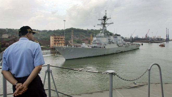 Khu trục hạm mang tên lửa dẫn đường USS Higgins
