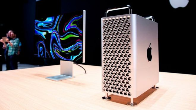 Una Mac Pro y un monitor Pro Display XDR