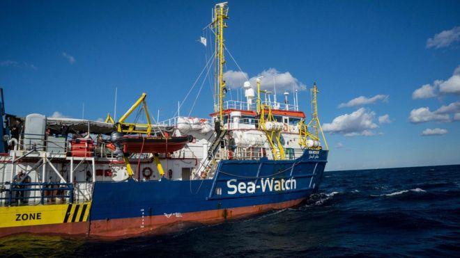 Günlerdir Akdeniz'de mahsur kalan 49 göçmen için çözüm bulundu