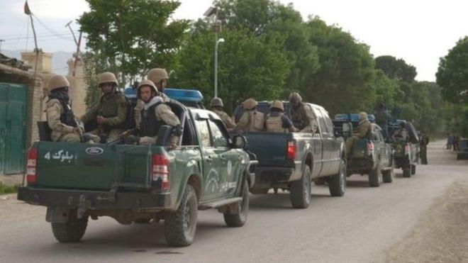 مسلحون متنكرون من طالبان يقتلون العشرات من الجنود الأفغان