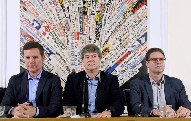 Vítimas de abuso sexual no Chile Jose Andres Murillo (à direita), James Hamilton (ao centro) e Juan Carlos Cruz (à esquerda) em maio de 2018