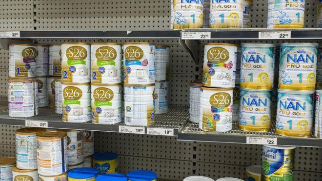 Tại sao chuỗi siêu thị Úc hiện phải kiểm soát việc sữa bột dành cho trẻ em?