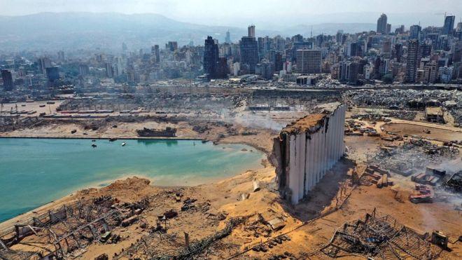Puerto de Beirut destruido