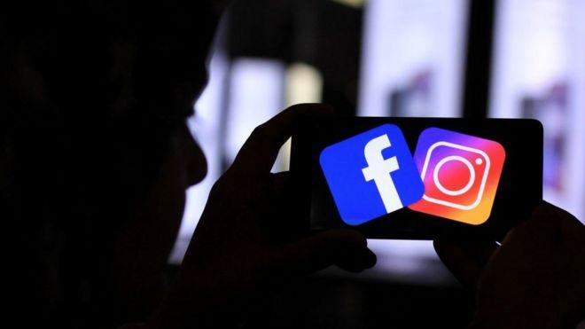 Pantalla de celular con Facebook e Instagram