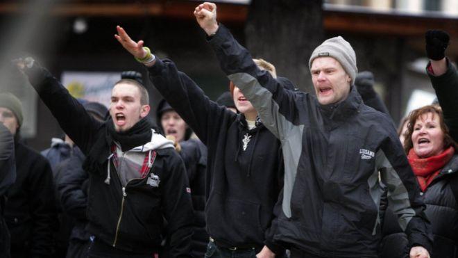 [Imagem: _100028412_neonazissueciaafp.jpg]