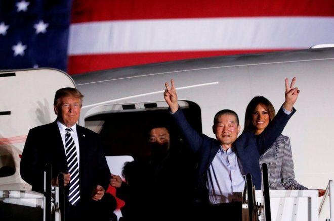 ترامب وزوجته مع الأمريكيين المحررين