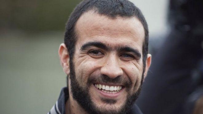 Omar Khadr sonriendo