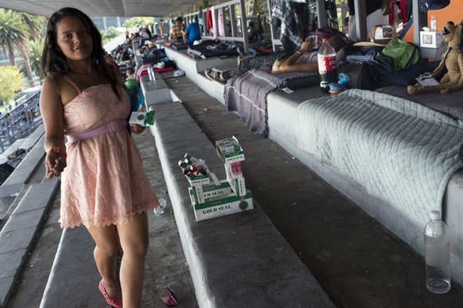 Нахан в спортивном центре в Мехико, где жили мигранты