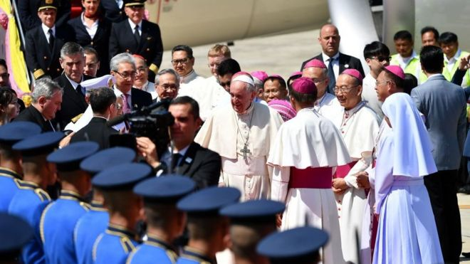 Giáo Hoàng Francis đặt chân xuống sân bay quân sự tại Bangkok vào 12:30 ngày 20/11/2019