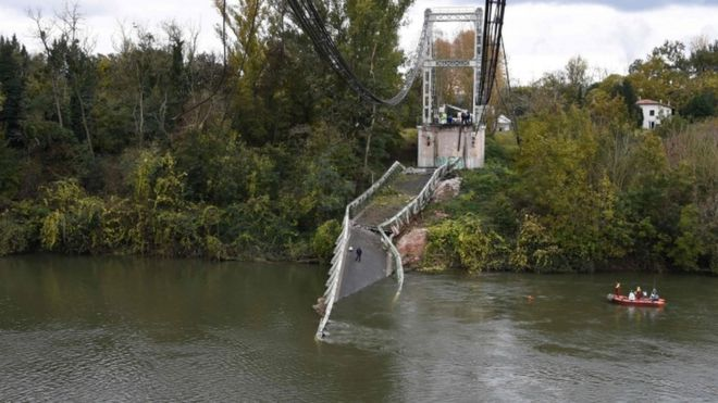 Rescuers sail near a suspension bridge which collapsed on 18 November in Mirepoix-sur-Tarn, near Toulouse, southwest France