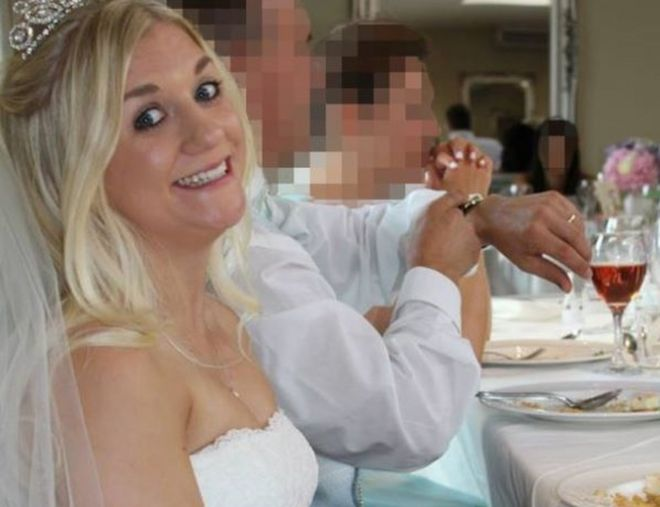 Samantha Wragg de día de su boda.
